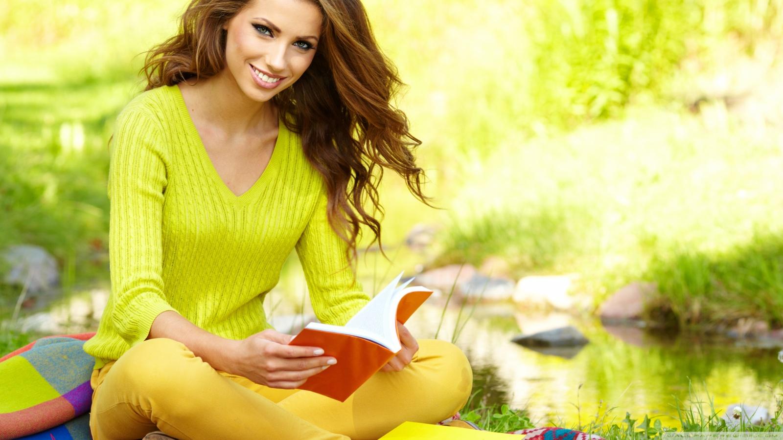 girl_reading_a_book_2-wallpaper-1600x900